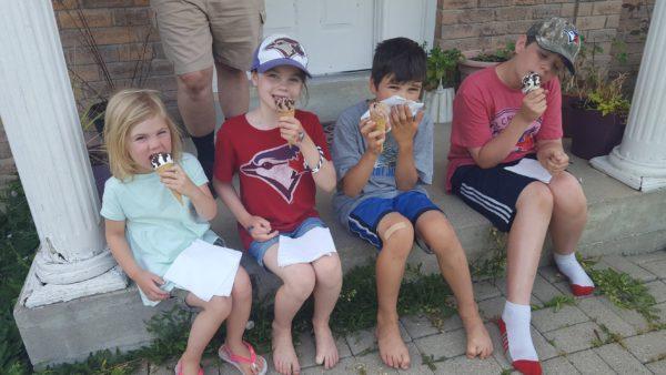 Mirecki zoo kids love icecream!